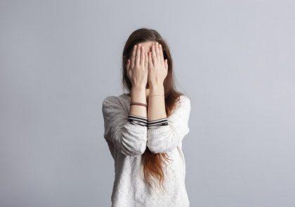 خجالت و کمرویی چیست؟
